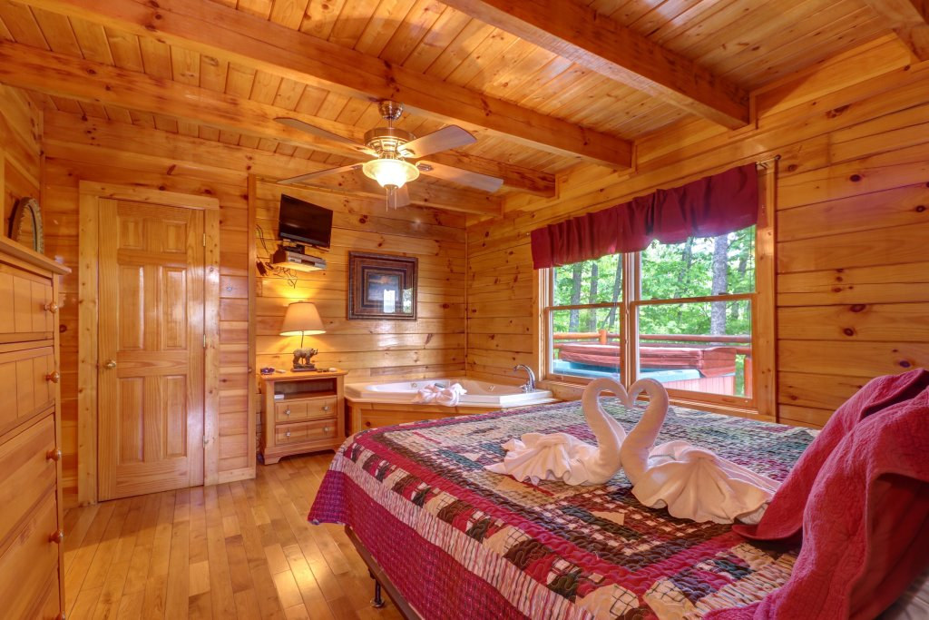 Photo of a Sevierville Cabin named Sweet Retreat Cabin - This is the eighteenth photo in the set.
