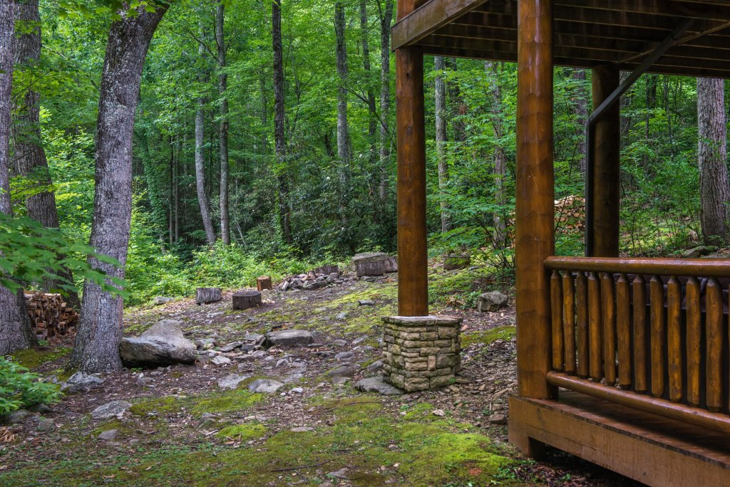 Photo of a Sevierville Cabin named Chief Big Log Cabin - This is the twenty-third photo in the set.