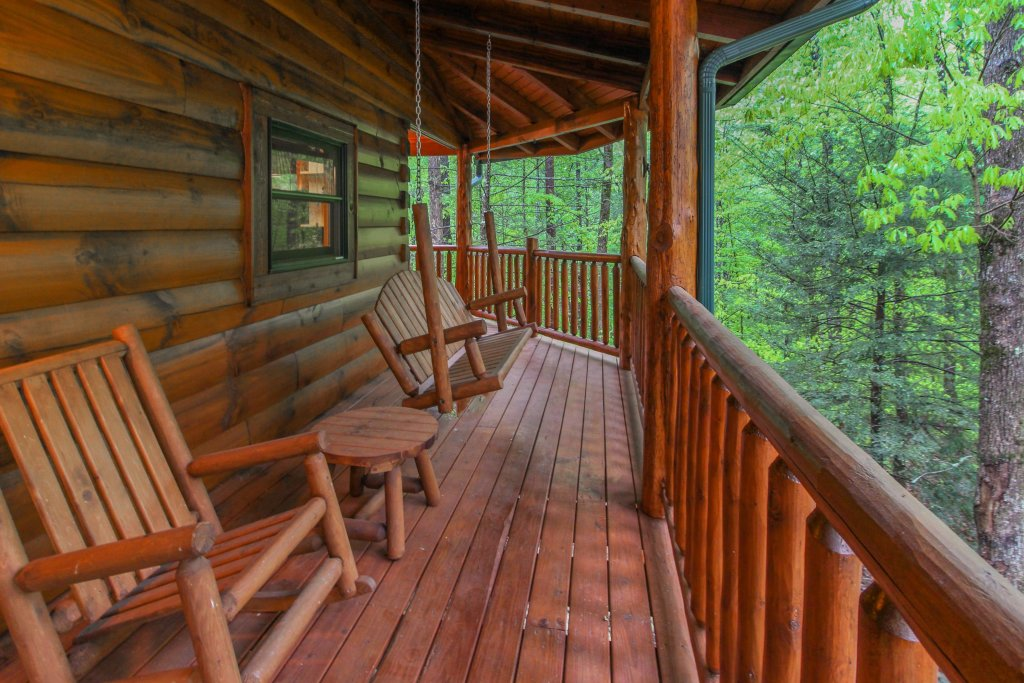 Photo of a Sevierville Cabin named Serenity Cabin - This is the thirty-ninth photo in the set.