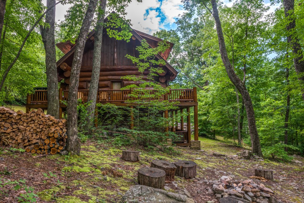 Photo of a Sevierville Cabin named Chief Big Log Cabin - This is the twenty-seventh photo in the set.