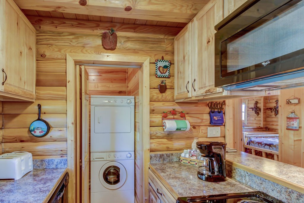 Photo of a Sevierville Cabin named Giddy Up Cabin - This is the thirty-seventh photo in the set.