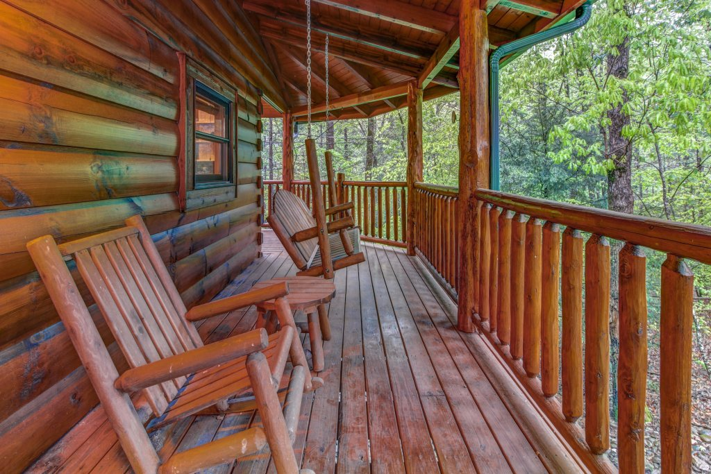 Photo of a Sevierville Cabin named Serenity Cabin - This is the thirtieth photo in the set.