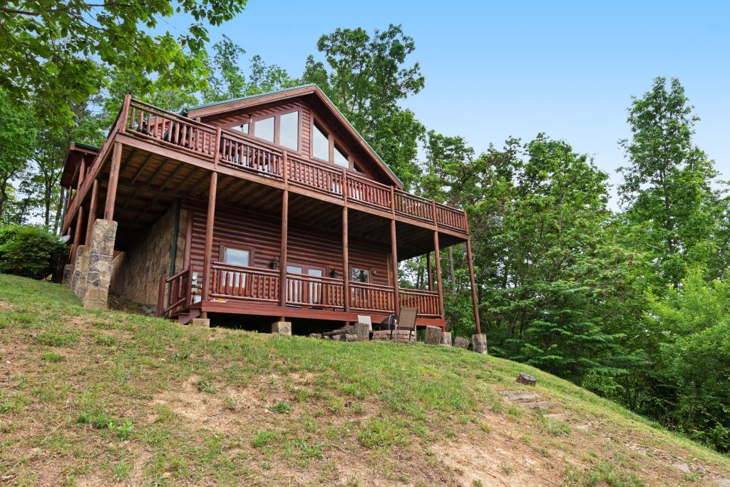 Photo of a Sevierville Cabin named Sweet Retreat Cabin - This is the second photo in the set.