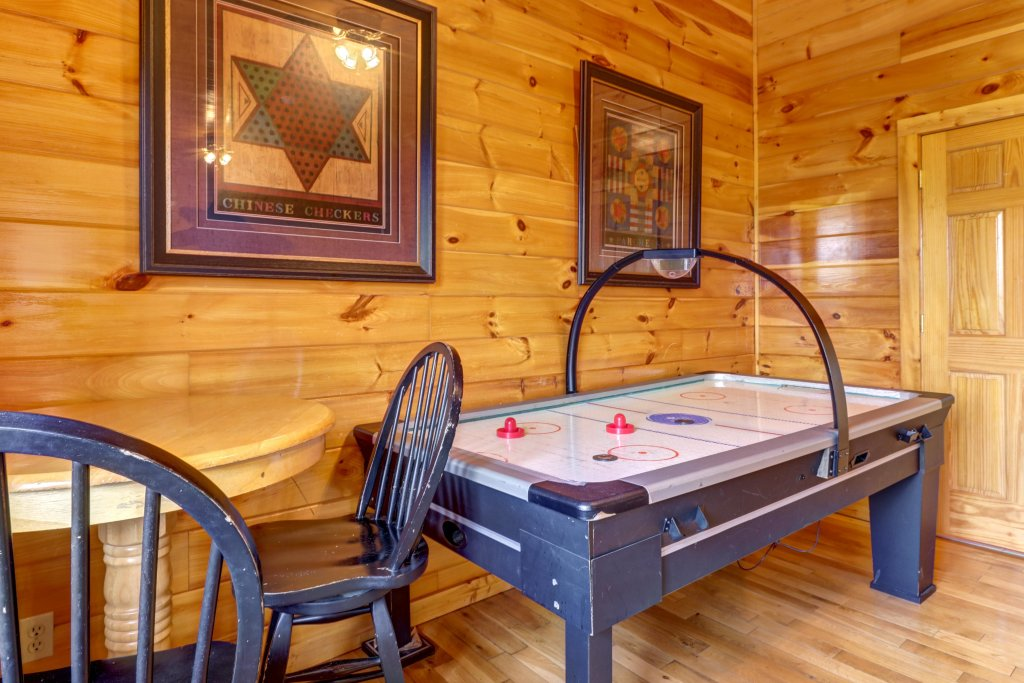 Photo of a Sevierville Cabin named Sweet Retreat Cabin - This is the seventeenth photo in the set.