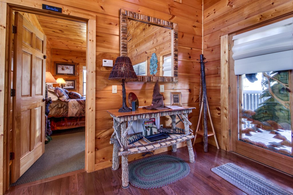 Photo of a Sevierville Cabin named Hogwartz Of The Smokies Cabin - This is the fifteenth photo in the set.