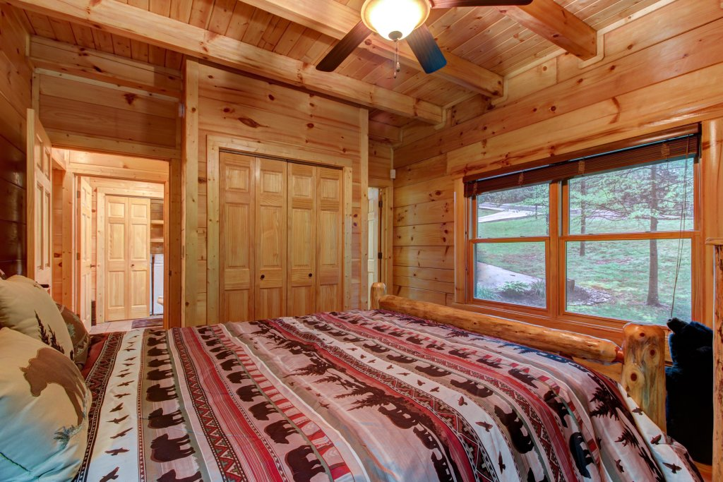 Photo of a Sevierville Cabin named Serenity Cabin - This is the twenty-first photo in the set.