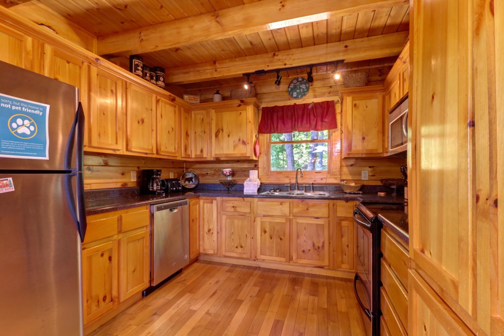 Photo of a Sevierville Cabin named Sweet Retreat Cabin - This is the thirty-fourth photo in the set.
