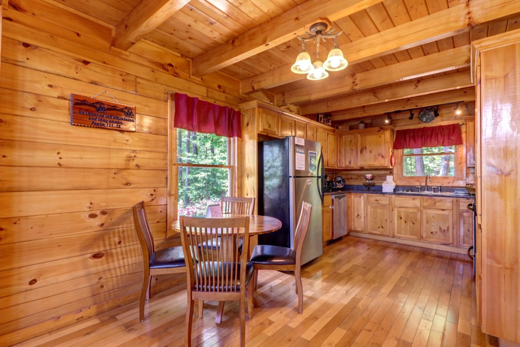 Photo of a Sevierville Cabin named Sweet Retreat Cabin - This is the thirty-sixth photo in the set.