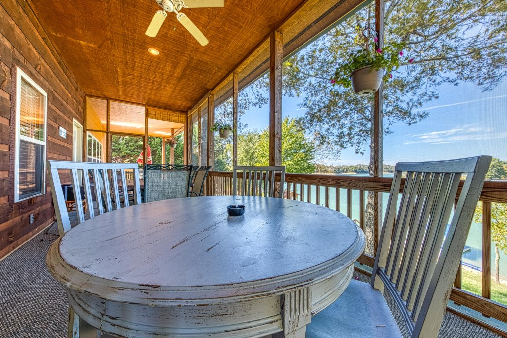 Photo of a Sevierville Cabin named Douglas Lake House - This is the third photo in the set.