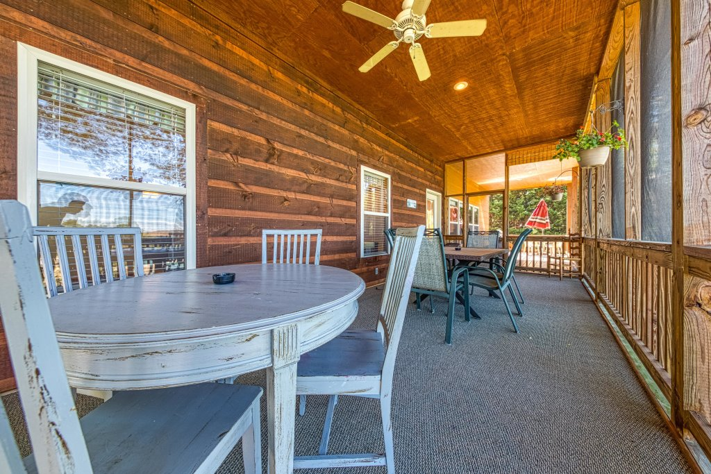 Photo of a Sevierville Cabin named Douglas Lake House - This is the thirty-third photo in the set.