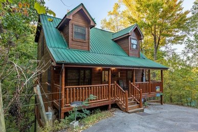 A 2 Bedroom, 2 Bath, Deluxe, Semisecluded Cabin For 7 In Sky Harbor Resort.