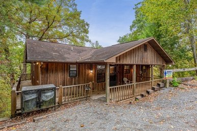 A 3 Bedroom, 3 Bath, Value Cabin For 10 Located Close To Wears Valley.