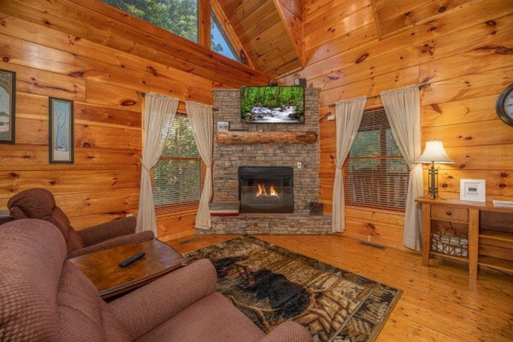 Photo of a Gatlinburg Cabin named Firefly Ridge - This is the second photo in the set.
