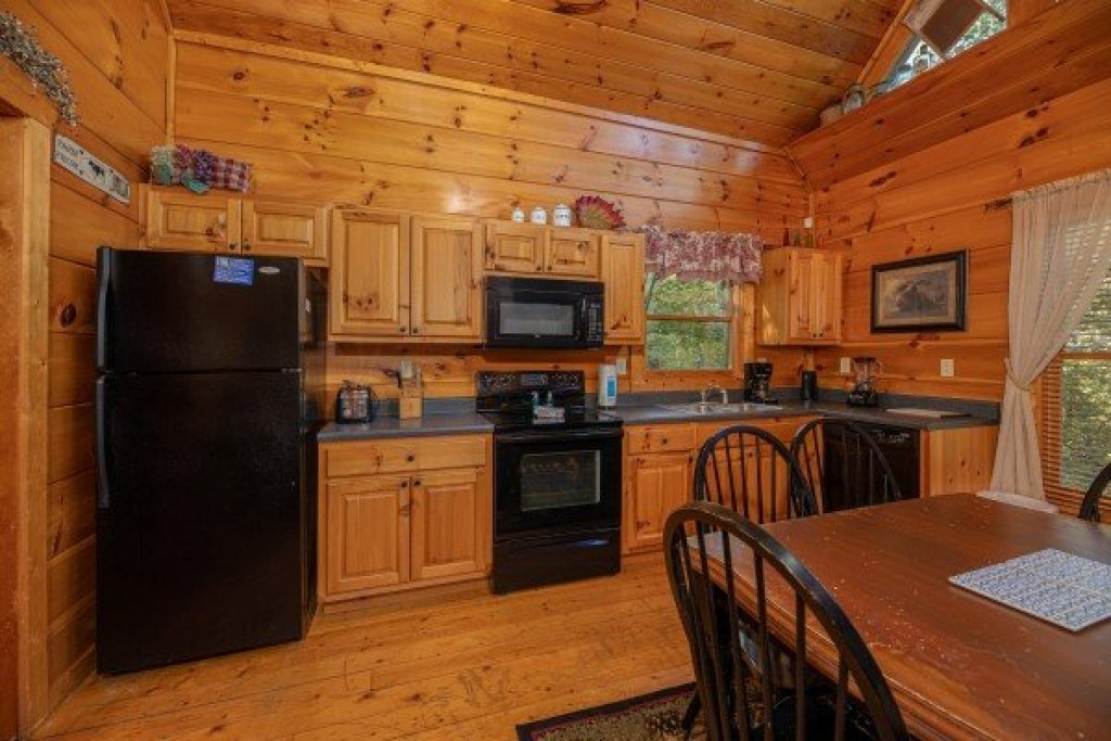 Photo of a Gatlinburg Cabin named Firefly Ridge - This is the fifth photo in the set.