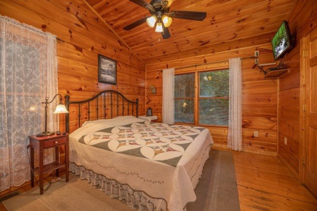 Photo of a Gatlinburg Cabin named Firefly Ridge - This is the eleventh photo in the set.