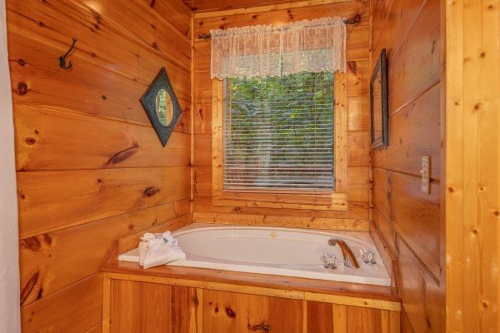 Photo of a Gatlinburg Cabin named Firefly Ridge - This is the eighth photo in the set.