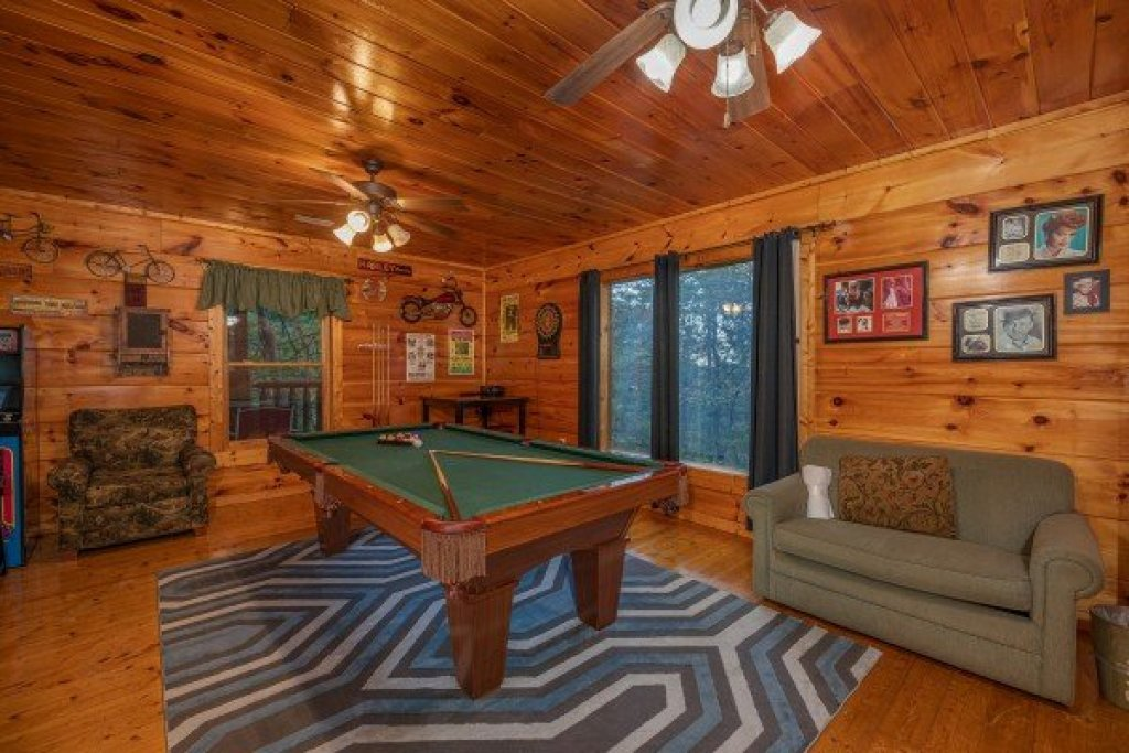 Photo of a Gatlinburg Cabin named Firefly Ridge - This is the fifteenth photo in the set.