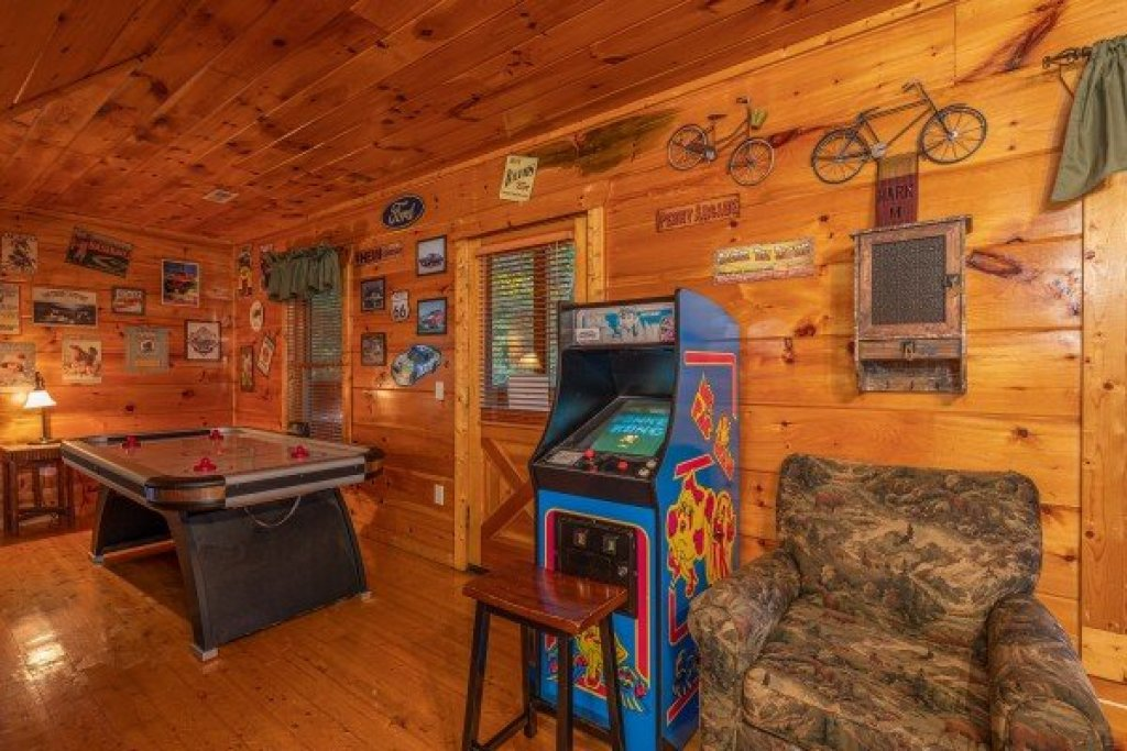 Photo of a Gatlinburg Cabin named Firefly Ridge - This is the sixteenth photo in the set.