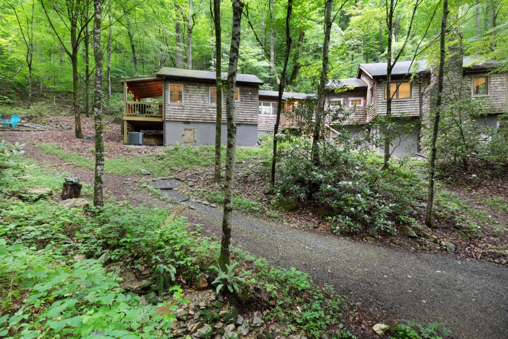 Photo of a Sevierville Cabin named Moonshine Holler - This is the twentieth photo in the set.