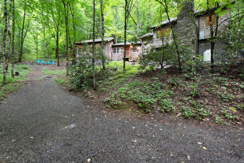 Photo of a Sevierville Cabin named Moonshine Holler - This is the twenty-second photo in the set.