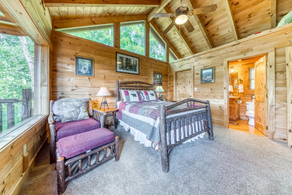 Photo of a Sevierville Cabin named Whispers #43 - This is the nineteenth photo in the set.