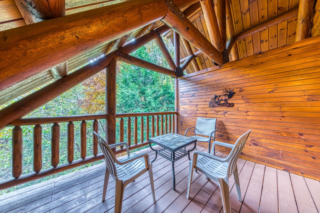 Photo of a Sevierville Cabin named Bear Up The Creek - This is the eighteenth photo in the set.