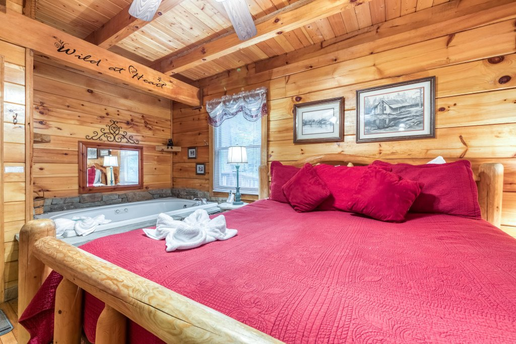 Photo of a Sevierville Cabin named Wild At Heart - This is the fourteenth photo in the set.