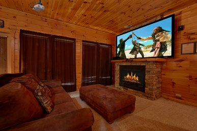 3 King Master Suites, Home Theater With 8 Foot Screen And Standup Arcade Game