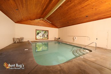 Pigeon Forge Resort Cabin With Pool Access, Hot Tub, Jacuzzi And Hot Tub