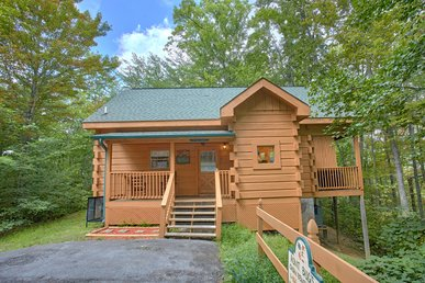 Private 1 Bedroom Smoky Mountain Log Home In Gated Pigeon Forge Community.