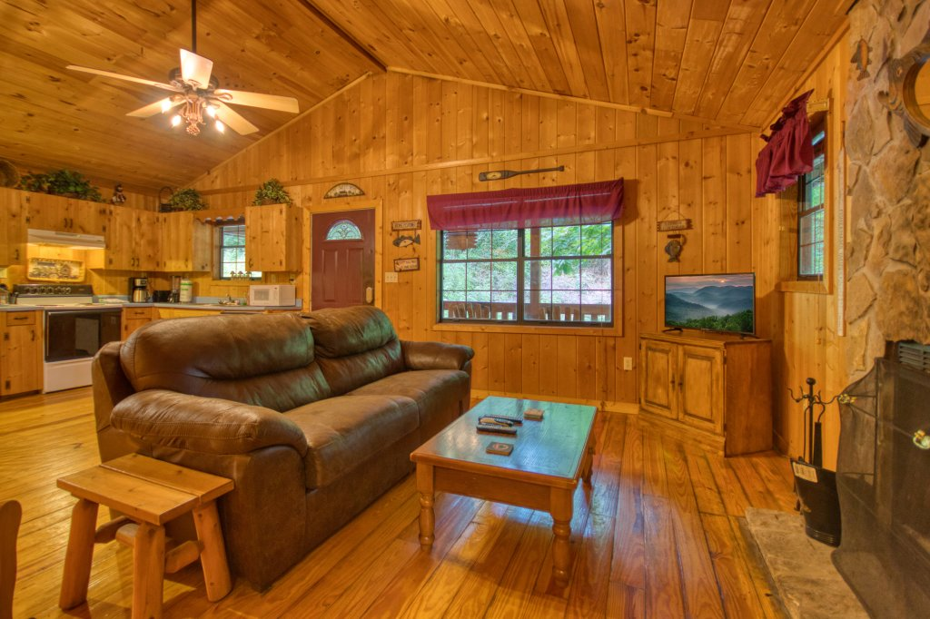 Photo of a Gatlinburg Cabin named Secret Hideaway #195 - This is the fourth photo in the set.