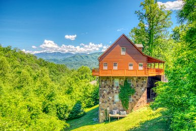 Seven Bedroom Gatlinburg Luxury Cabin With Majestic Smoky Mountain Views!
