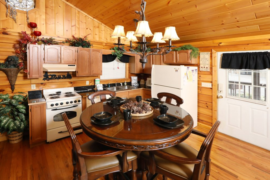 Photo of a Pigeon Forge Cabin named Cherokee Nights #132 - This is the fourteenth photo in the set.