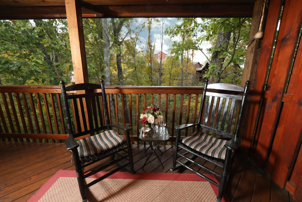 Photo of a Pigeon Forge Cabin named Cherokee Nights #132 - This is the twentieth photo in the set.