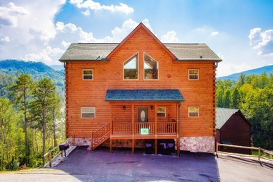 New Listing!  5bed/5bath Upscale Cabin With Media Room Pool Table And Hottub.