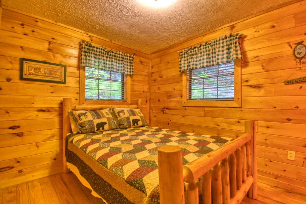 Photo of a Gatlinburg Cabin named Secret Hideaway #195 - This is the sixteenth photo in the set.