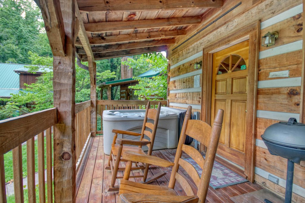 Photo of a Gatlinburg Cabin named Cuddle Inn #1529 - This is the seventeenth photo in the set.