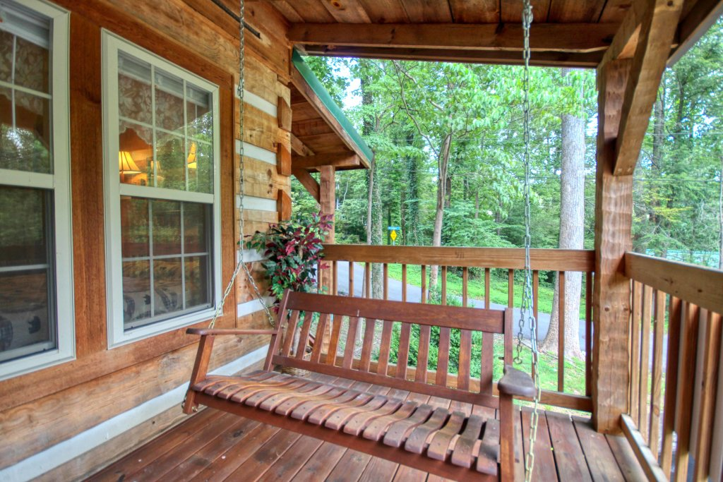 Photo of a Gatlinburg Cabin named Cuddle Inn #1529 - This is the eighteenth photo in the set.