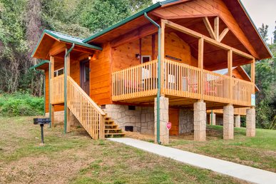 Celebrate Honeymoon Or Anniversary At This New Beautiful, River View Cabin!