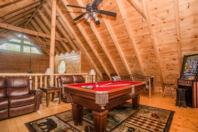 Indoor/outdoor Pool, Putt Putt. Pool Table, Hottub, 2 Bed + Loft.