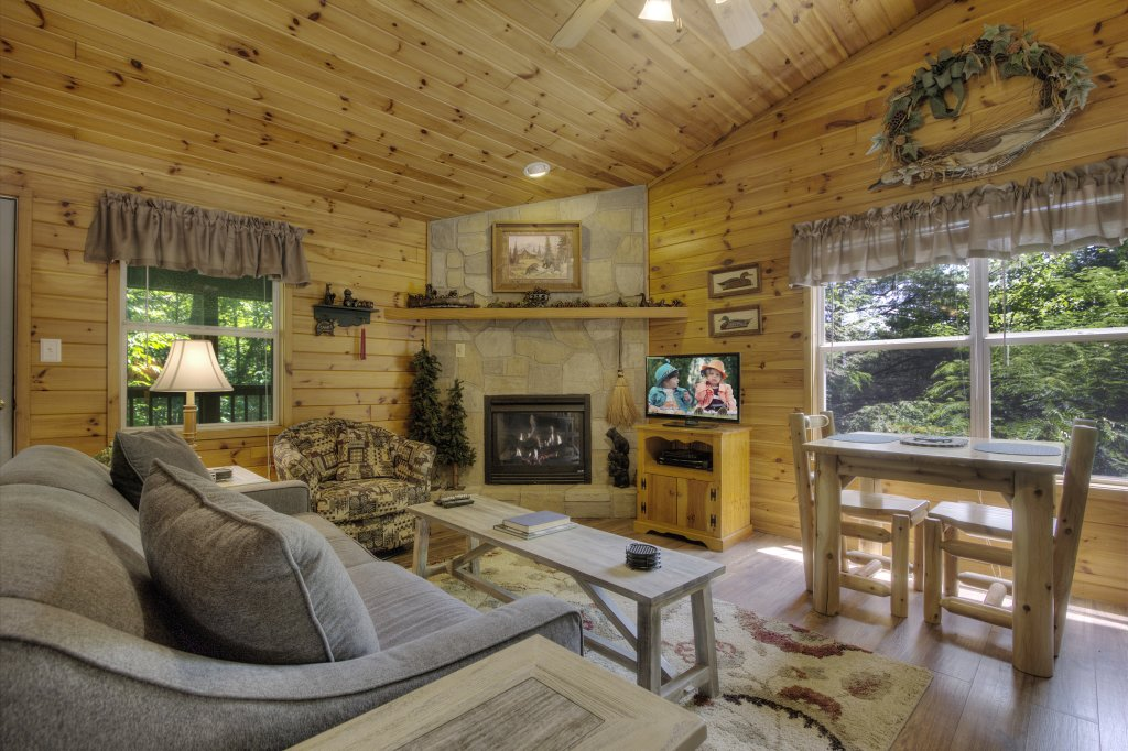Photo of a Pigeon Forge Cabin named River Sounds #121 - This is the third photo in the set.