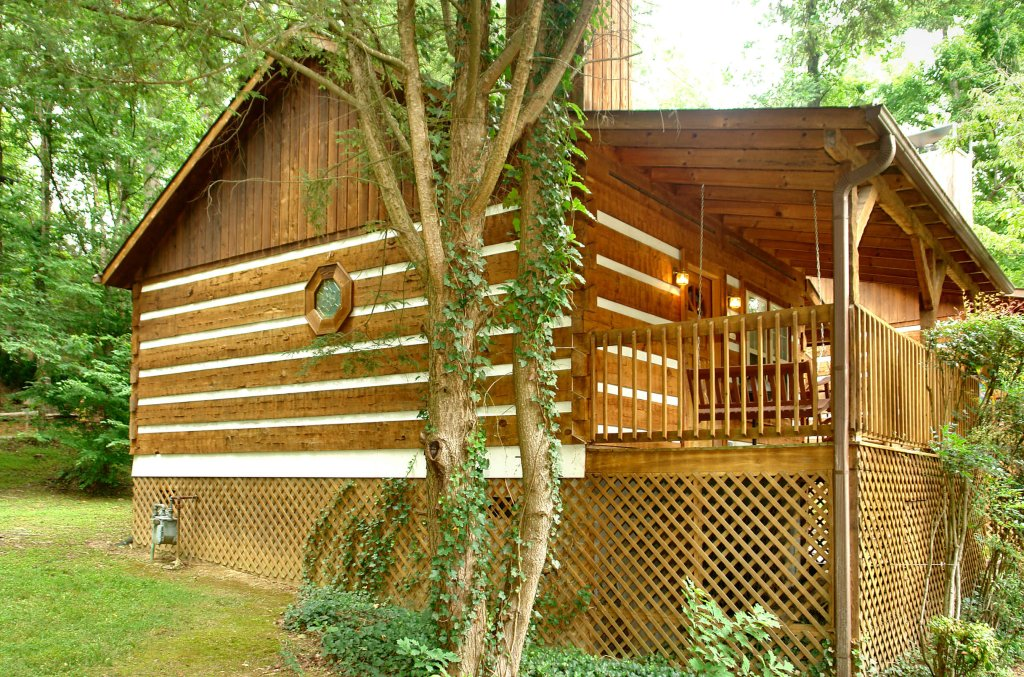 Photo of a Gatlinburg Cabin named Cuddle Inn #1529 - This is the twenty-fifth photo in the set.