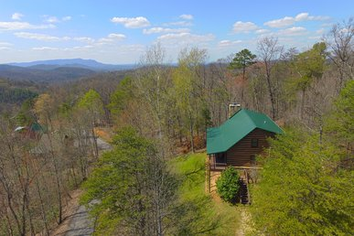 2 Br Gatlinburg Cabin With Incredible Views, Private Hot Tub, & Game Room!