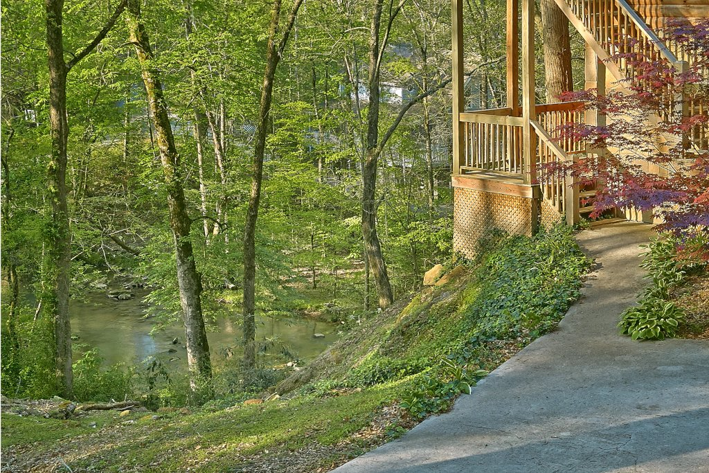 Photo of a Sevierville Cabin named Whispering Waters #208 - This is the thirty-sixth photo in the set.