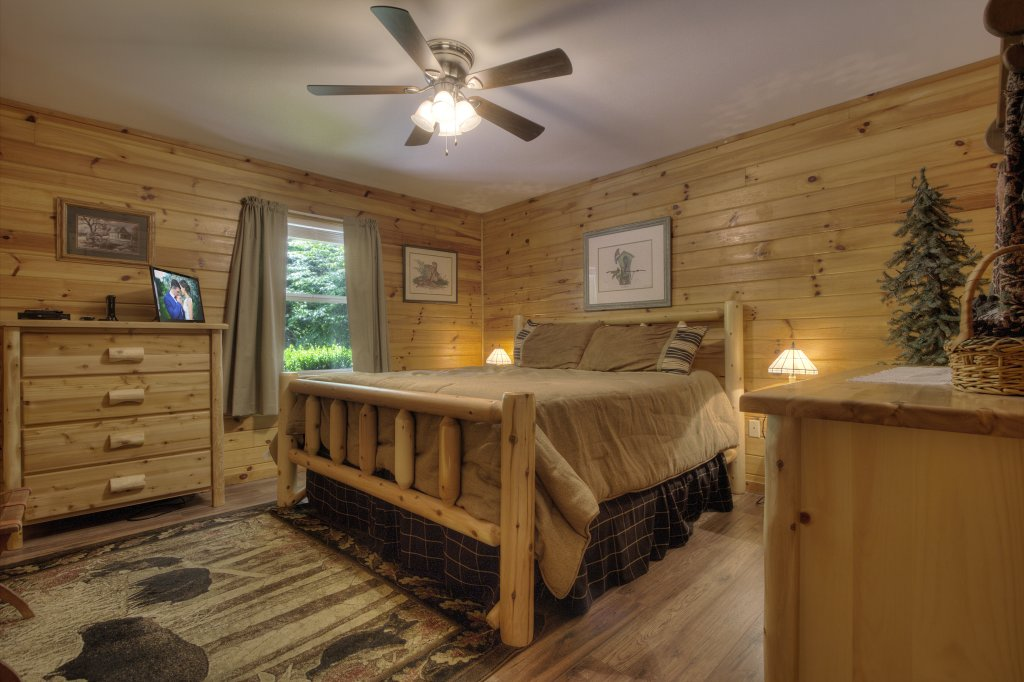 Photo of a Pigeon Forge Cabin named River Sounds #121 - This is the fourteenth photo in the set.