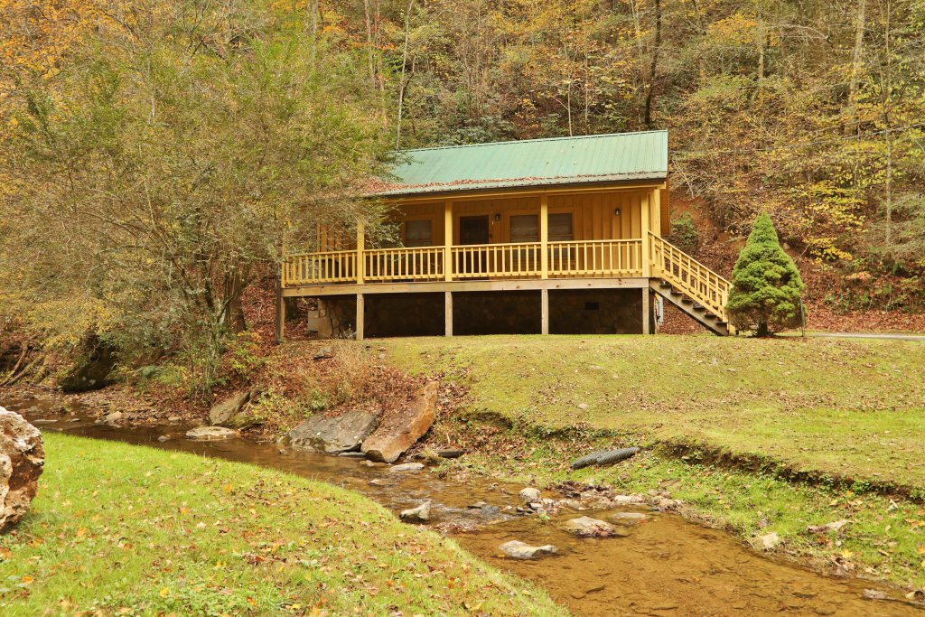 Photo of a Pigeon Forge Cabin named Creekside Tranquility #365 - This is the twenty-first photo in the set.