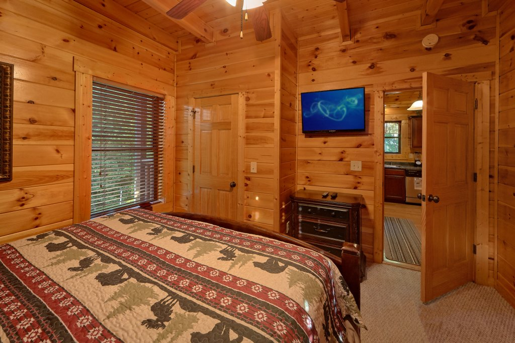 Photo of a Gatlinburg Cabin named Buckwild - This is the twentieth photo in the set.