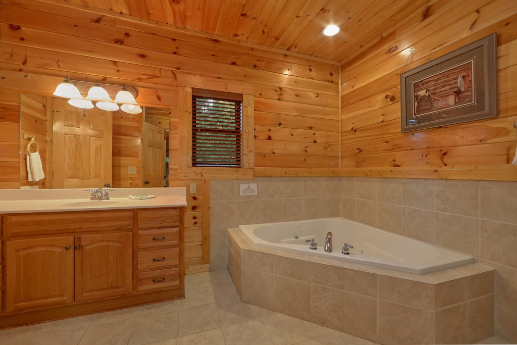Photo of a Gatlinburg Cabin named Buckwild - This is the thirtieth photo in the set.