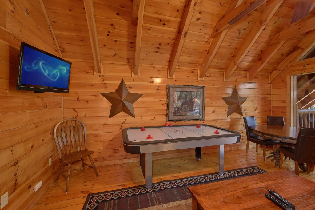 Photo of a Gatlinburg Cabin named Buckwild - This is the ninth photo in the set.