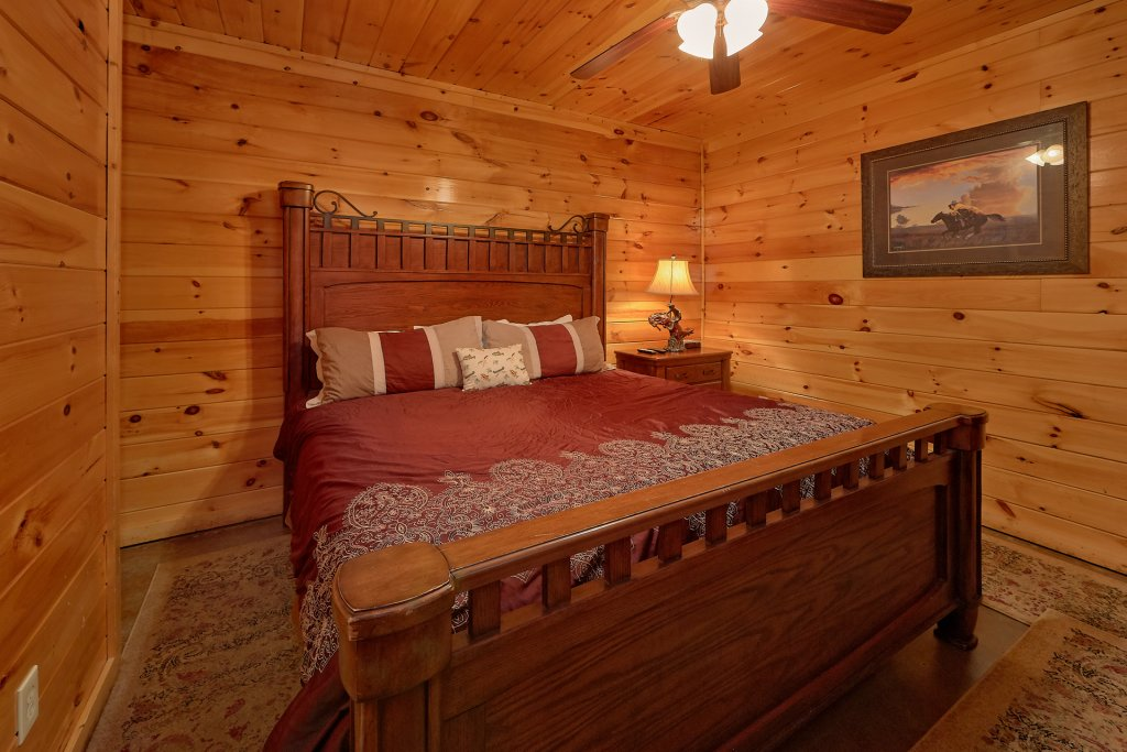 Photo of a Gatlinburg Cabin named Buckwild - This is the twenty-first photo in the set.